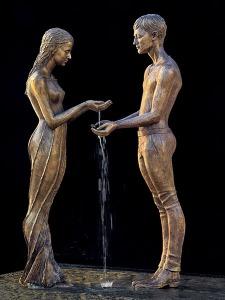 Skulptur Liebespaar von Malgorzata Chodakowska im Hochzeitsgarten der Grossen Keisstadt Radebeul