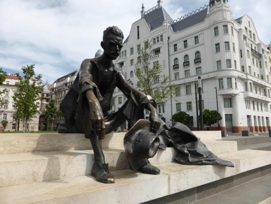 Attila Jozsef statua