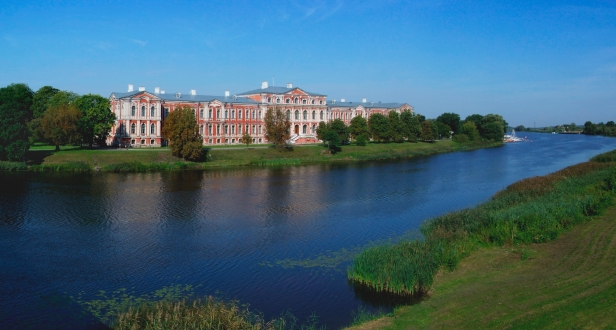 Jelgava_Castle_(Schloss_Mitau)
