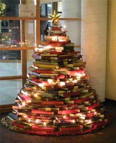 Natale albero di libri
