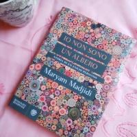"""Maryam Madjidi, Io non sono un albero. """"Sono una ghirlanda di parole appese a un albero che una bambina indica col dito."""""""