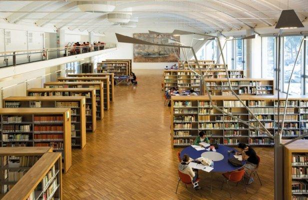 Biblioteca san giorgio scaffali
