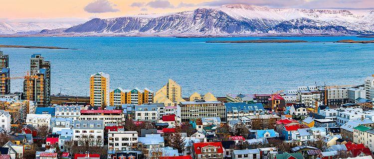 reykjavik-iceland-city-mountan-view